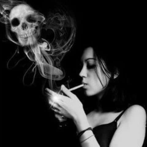 高清壁纸手绘抽烟女人
