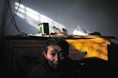 为了救孙子,癌症晚期的刘天芳没怎样多想,就决议抛却医治,把一切的财帛都留给小宇航拯救。