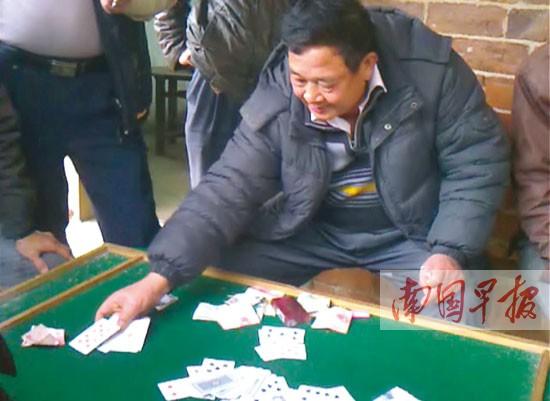 南宁良庆区那平村村民拍视频 举报村支书坐庄设赌