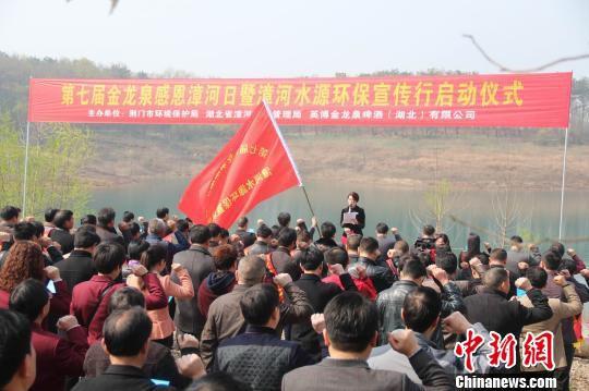 200名爱水自愿者宣誓。41名护水责任监视员获惩处。吴奇勇摄