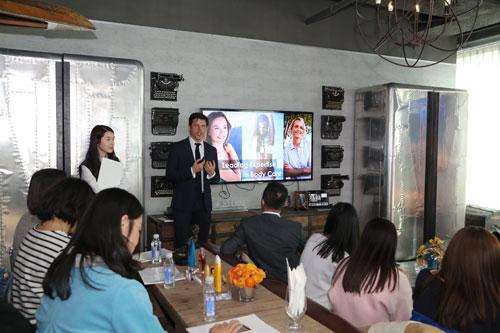 碧欧泉全球市场总监David-Fridlevski与媒体朋友们分享了碧欧泉全新纤体系列产品
