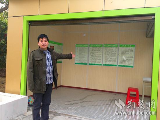 王天成的儿子预备拾掇店肆,备货倒闭。