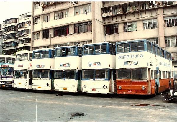 (1985年,广州市政府为了改善市区内交通拥挤状况从香港引入双层巴士