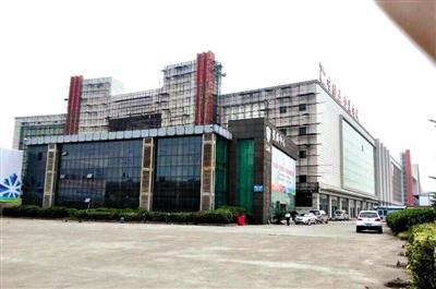 吴芳芳投资的杭州中国五金城。从2012年上半年起,因资金链断裂工程停工,烂尾至今。