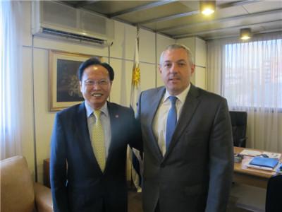 驻乌拉圭大使严邦华拜会乌拉圭外交部新任秘书长格雷韦尔