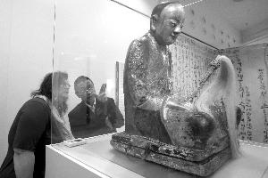 匈牙利天然科学博物馆内和尚肉身宝像的材料相片