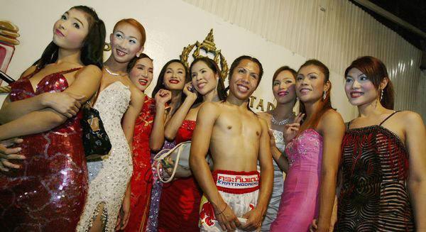 实拍:泰国地下女子裸体泰拳 赤身比赛毁尽三观(组图)