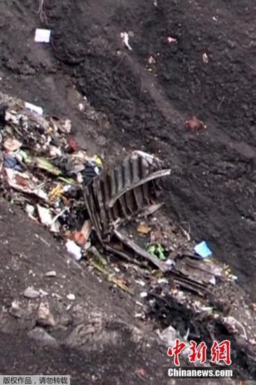 本地时刻2015年3月24日,法国Seyne Les Alpes,德国之翼一架A320客机坠毁,飞机残骸散落在山上,飞机已彻底崩溃。 视频:空客A320坠毁:奥朗德称机上职员几无遇难能够来历:上海东方高清