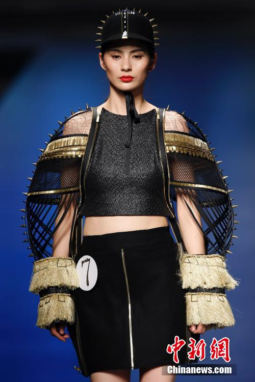中国国际青年设计师时装作品大赛北京上演(组图)
