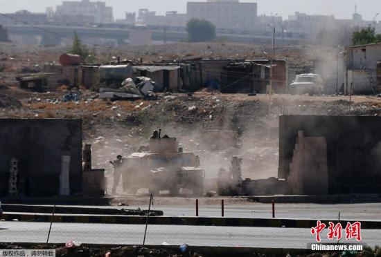 资料图:当地时间1月19日,也门胡塞武装与总统卫队在总统府附近交战。 视频:沙特在也门展开军事行动来源:上海东方高清