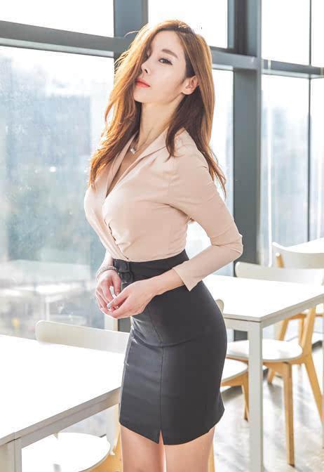 同自己的女友穿超短裙之类的吗图片