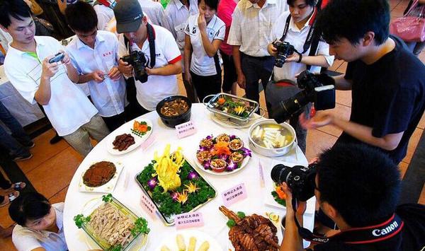 2015海南定安端午美食节美食开封王志图片