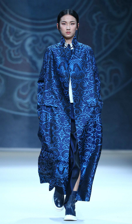 """当日,""""旭化成·中国时装设计师创意大奖—曾凤飞作品发布会""""在中国图片"""