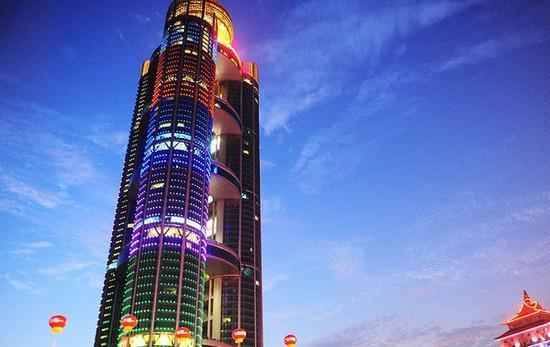 江阴华西村,高达328米的五星级豪华酒店