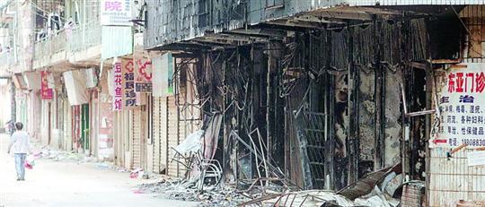 果敢老街镇空空荡荡的街头和烧毁的店面