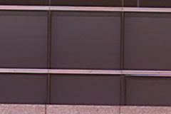 F4光圈能24mm F1.4(左)和适马24mm F1.4(右)样张100%放大截图