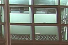 F8光圈能24mm F1.4(左)和适马24mm F1.4(右)样张100%放大截图