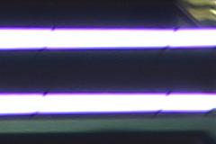 F2光圈能24mm F1.4(左)和适马24mm F1.4(右)样张100%放大截图