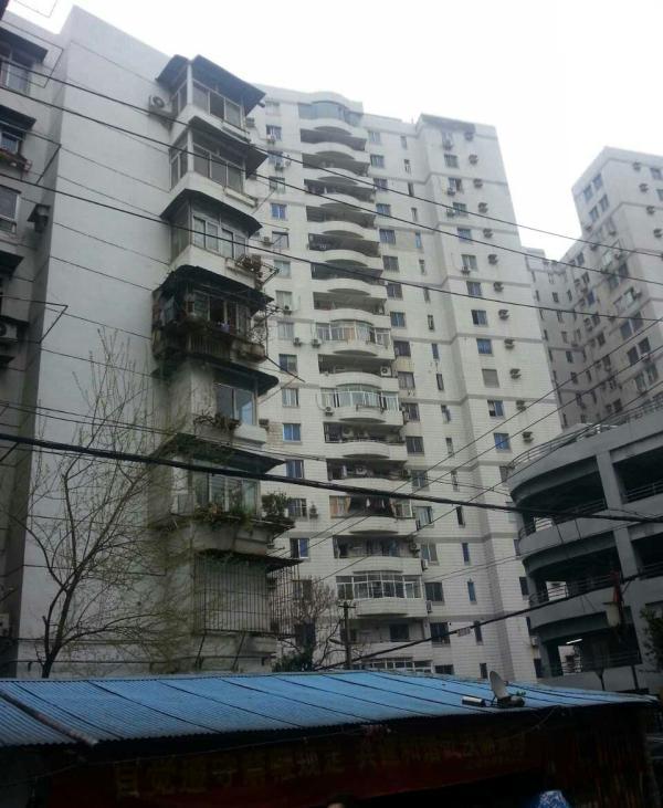 事发的汉口一家居民楼。