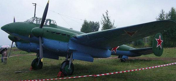 原文配图:佩-2型轻轰炸机。