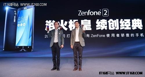 图1:华硕集团董事长施崇棠和CEO沈振来,宣布华硕ZenFone