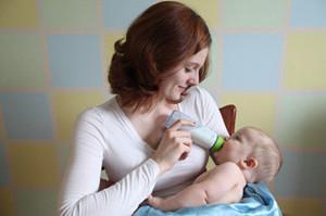 新生儿呛奶的原因及解决妙招