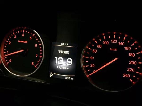 仪表盘指示灯是显示白光,而夜间打开大灯后,仪表指示灯变为类高清图片