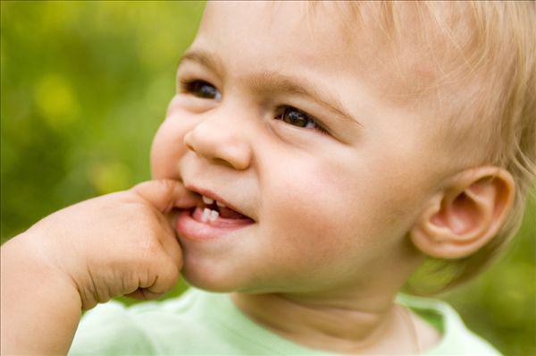 婴儿长牙注意事项