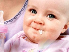 宝宝吐奶,支招应对方法