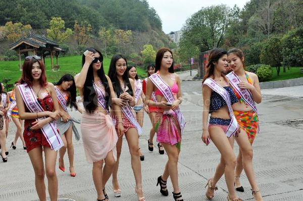 国际摄影模特安徽黄山泡温泉戏水