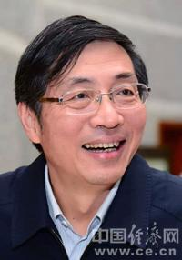 张健,男,汉族,1956年3月生,山东栖霞人(在福建龙海出生),1982年1月入党,1974年7月参加工作,大学学历。