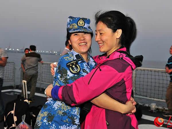 中国战舰撤侨为何载外国人:我海军反应更迅速