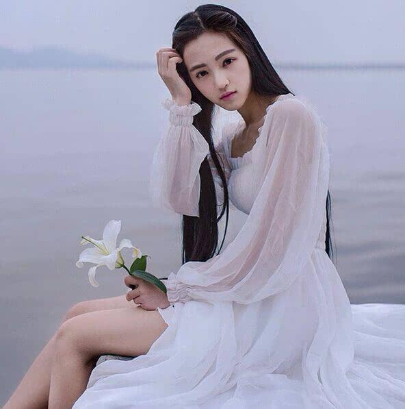 武汉大学樱花女神黄灿灿的穿衣风格