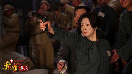 蒋欣饰演的葛红菱带领大家越狱