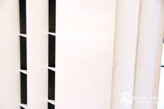 改良后的超大进风口让CADR全面提示,满足近70平米户型需求