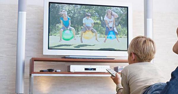电视屏幕模糊不清_宝妈们注意了,如何让幼儿正确看电视!-搜狐