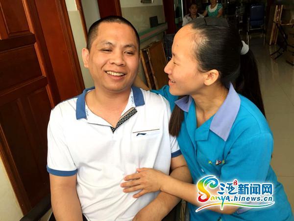 韦青龙和邱燕桦在一同的高兴光阴(三亚期货配资 网记者刘丽萍摄)