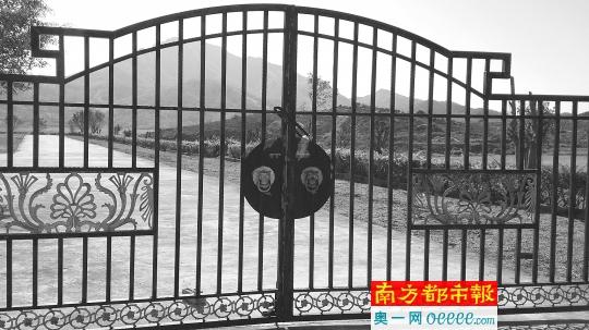"""""""坟爷""""背后的潭西安福公益性墓园如今大门紧锁。"""