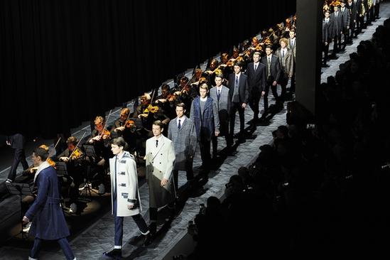 人民网北京4月7日电(记者李�P)明日,世界顶级时装品牌迪奥男装(DIOR HOMME)将在花城广州举办2015年冬季成衣发布秀。