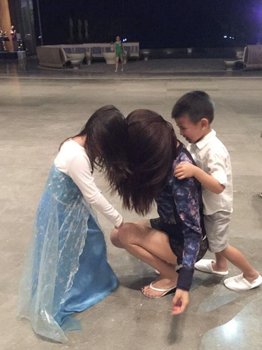 刘涛与女儿搞怪拍照