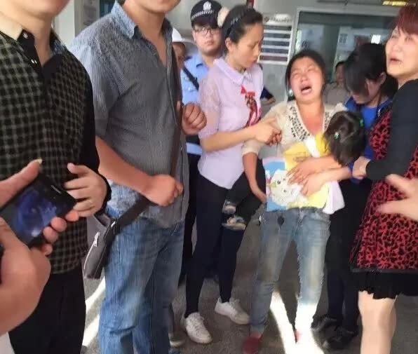 广安3岁女童被闷死在幼儿园园长私家车内视频著名诗歌图片