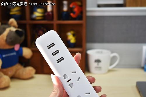 3个USB充电口,总电流3.1A,单口支持2A快充、支持110-240伏电压