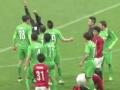 视频-赵和靖倒地对手继续进攻 双方冲突郎征染红