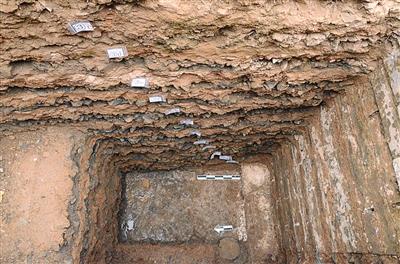 故宫慈宁花圃东考古发觉的修筑夯土根底,这里被揣度为故宫最早修筑。