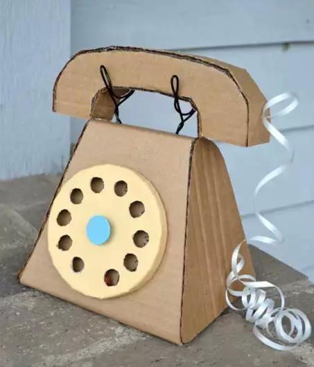 废旧纸箱手工制作成为很多diy爱好者的材料来源,可以用废旧纸箱做些