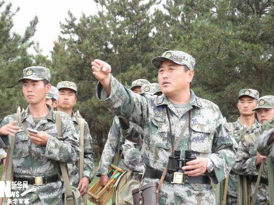 资料图:解放军干部带头训练.-北京卫戍区干部体重超标留级 不达标