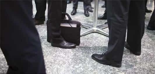 约女生这样穿鞋,姑娘掉头就走几男生个v女生部位图片