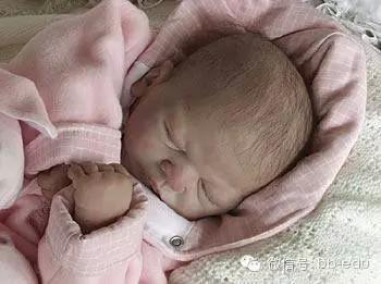 1岁宝宝发高烧,无知妈妈捂汗,宝宝再没醒来