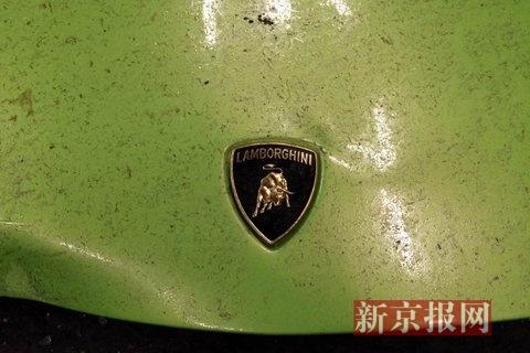 受损严重的兰博基尼。新京报记者 浦峰 摄