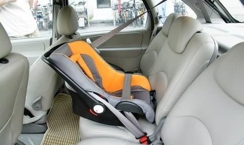 安全带连接,是指借用汽车上自带的3点式安全带将安全座椅固定在汽车